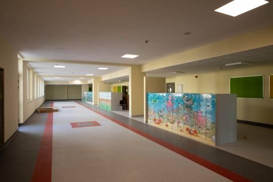 Poświęcono nową szkołę w Rzeszowie. Będzie się w niej uczyć ok. 840 uczniów [FOTO] - Aktualności Rzeszów - zdj. 7